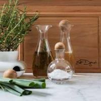 Bouteilles d'huile et de vinaigre