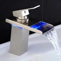 Cascade et robinet LED
