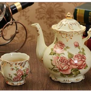 800ML Style Pastoral Floral Motif En Céramique Porcelaine Pot À Café Royal Or Bordure Lait Bouilloire avec Couvercle Kit Théière De Mariage Cadeaux