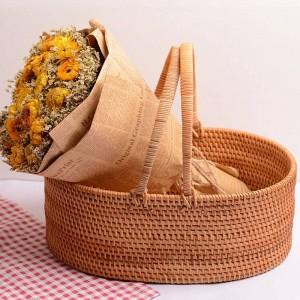 Panier de fruits en rotin d'automne en rotin fait à la main à la maison