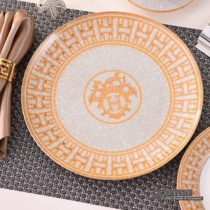Vaisselle en céramique de style européen mis en os la mode rouge conception 4pcs vaisselle définit dîner à rayures mis des cadeaux de pendaison de crémaillère