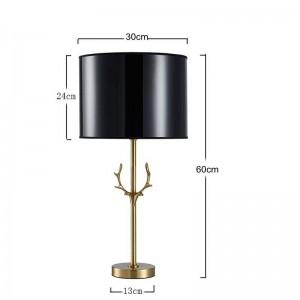Le travail manuel de la lampe de table en bois nordique post moderne fait tout le modèle en bois de cuivre dans l'hôtel salon villa décoration de luxe éclairage