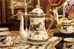 Ensemble de café en porcelaine ivoire en porcelaine dieu dessin de contour de chevaux en or 8pcs tasse à café ensemble café pichet café pot de thé plateau