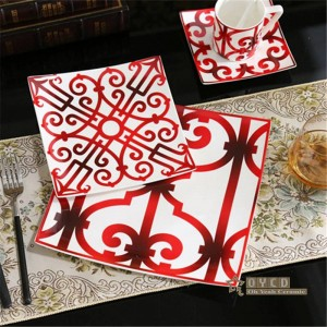 Ensemble de vaisselle en céramique de style européen en porcelaine avec motif de la mode rouge 5pcs ensembles de vaisselle ensemble de dîner rayé