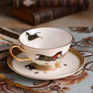 Tasse à thé en porcelaine et soucoupe os ultra-mince dieu chevaux conception contour en or café tasse et soucoupe ensemble emballage cadeau