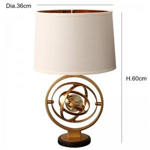 Post moderne personnalité simple créatif cristal lampe de table foyer chambre nord styliste modèle salle or fer art LED lampe de lecture